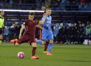 Roma's midfielder Stephan El Shaarawy (L) shot on goal during the Italian serie A soccer match between Empoli FC vs AS Roma at Carlo Castellani Stadium in Empoli, Italy, 27 February 2016 ANSA/CLAUDIO GIOVANNINI