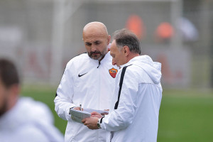 ROME, ITALY - JANUARY 14:  New coach of AS Roma Luciano Spalletti and Marco Domenichini during their first training session with AS Roma team on January 14, 2016 in Rome, Italy.  (Photo by Luciano Rossi/AS Roma via Getty Images)
